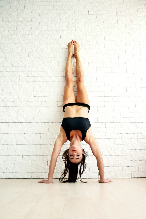 Hand Stand Push Up in short shorts.