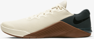 other side of the Nike Metcon 5 Cross Trainer for CrossFit in Pale Ivory/Seaweed/Light British Tan/Black