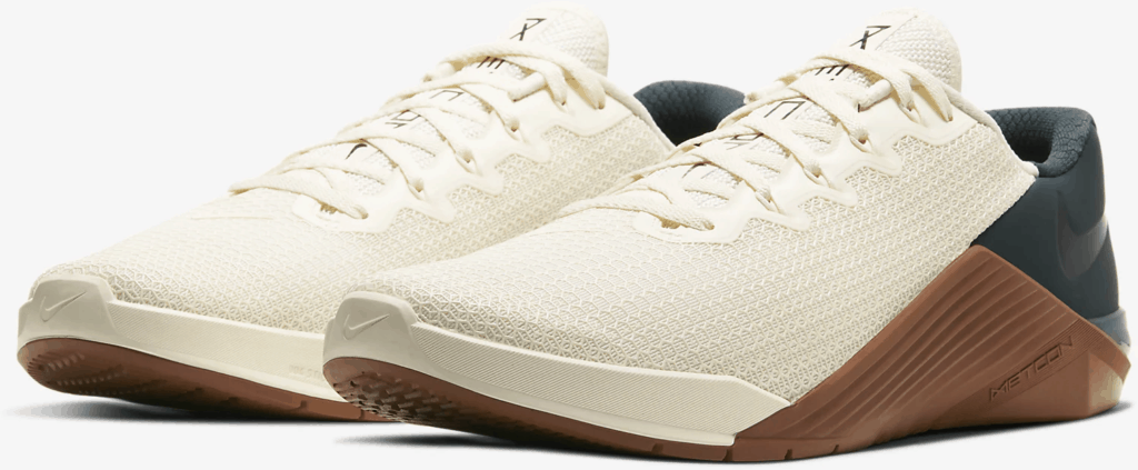 Quarter view of the Nike Metcon 5 Cross Trainer for CrossFit in Pale Ivory/Seaweed/Light British Tan/Black