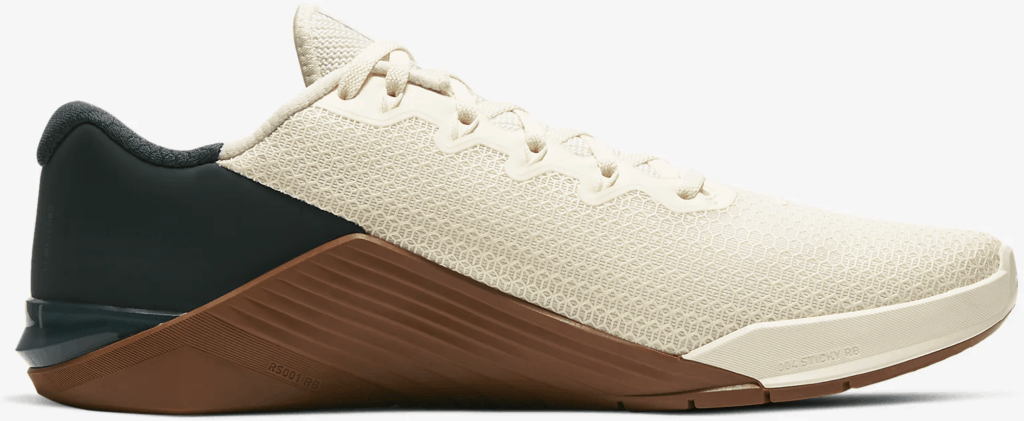 Side of the Nike Metcon 5 Cross Trainer for CrossFit in Pale Ivory/Seaweed/Light British Tan/Black