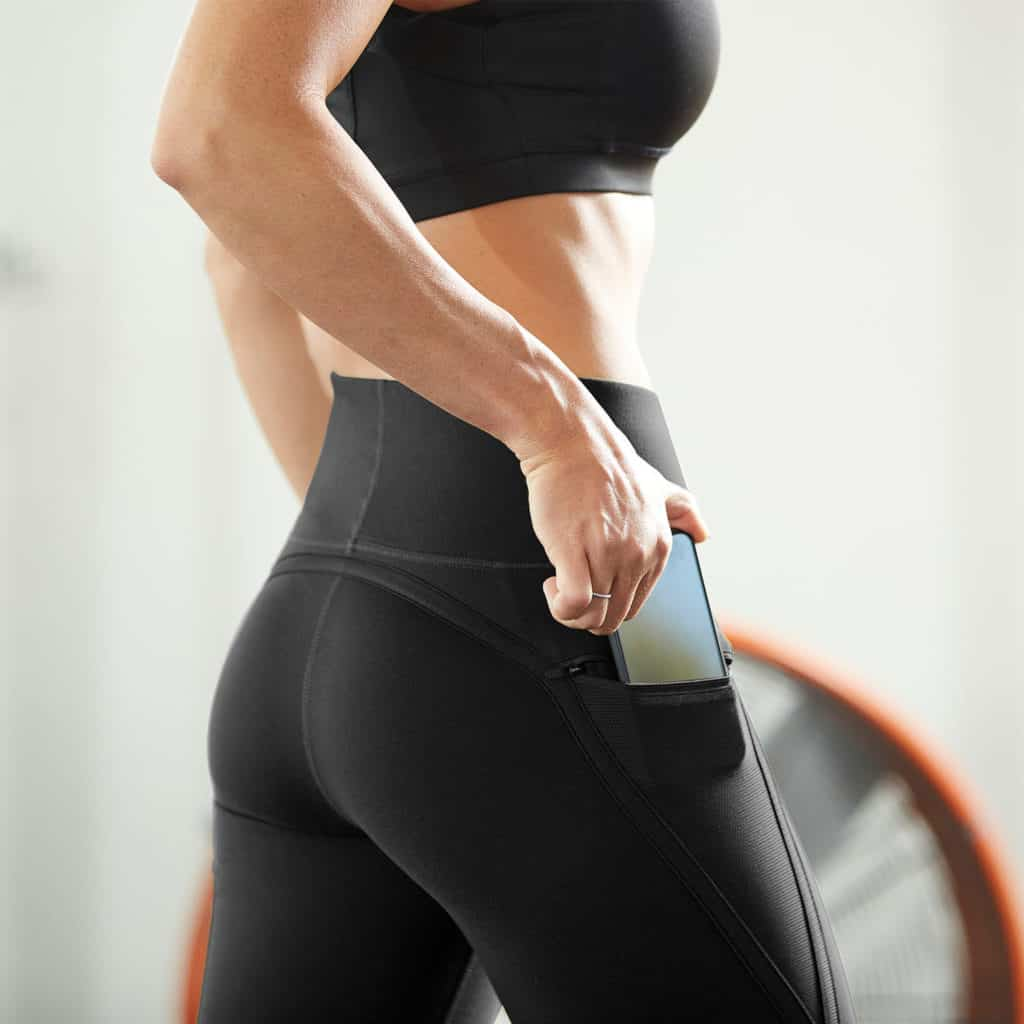 Phone pocket of the Nimbus workout tights with high waist - black/black