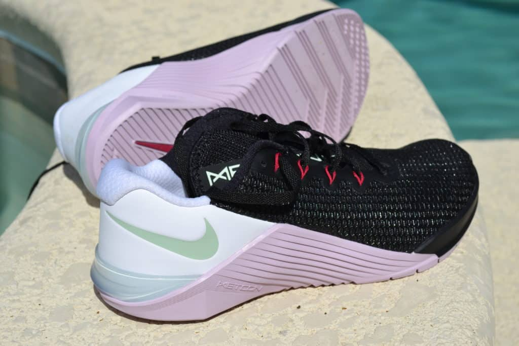 Nike Metcon 5 Women's Cross Training Shoe in Black/Pistachio Frost/White/Noble Red or U Complete Me