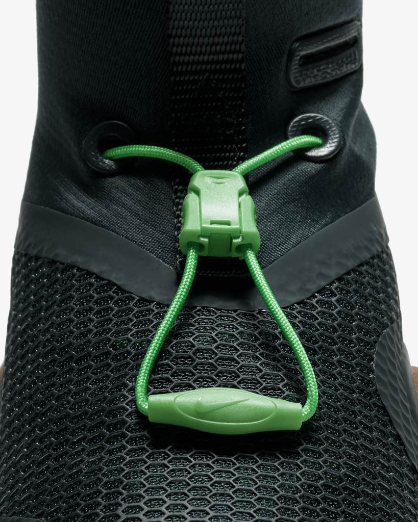 Quick-pull lacing system of the Nike MetconSF shown here in Seaweed/Light British Tan/Green Spark/Black