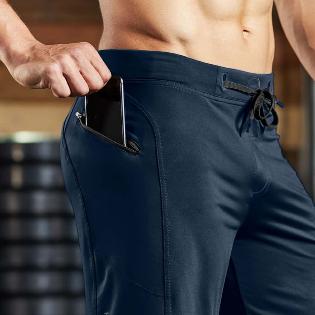 Zippered pocket of the Hylete Helix II workout pants for men