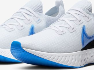 Quarter view of Nike React Infiinity Run Flyknit in True White/White/Pure Platinum/Photo Blue