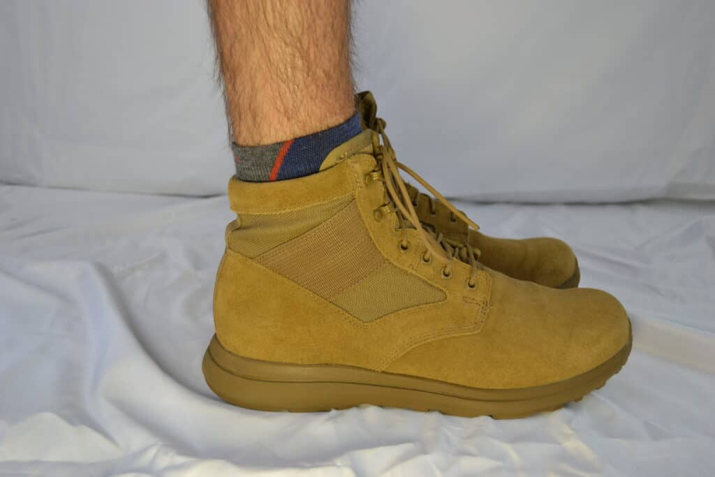 Darn Tough Hiker 1/4 Sock with Cushion  with Coyote Suede MACV-1