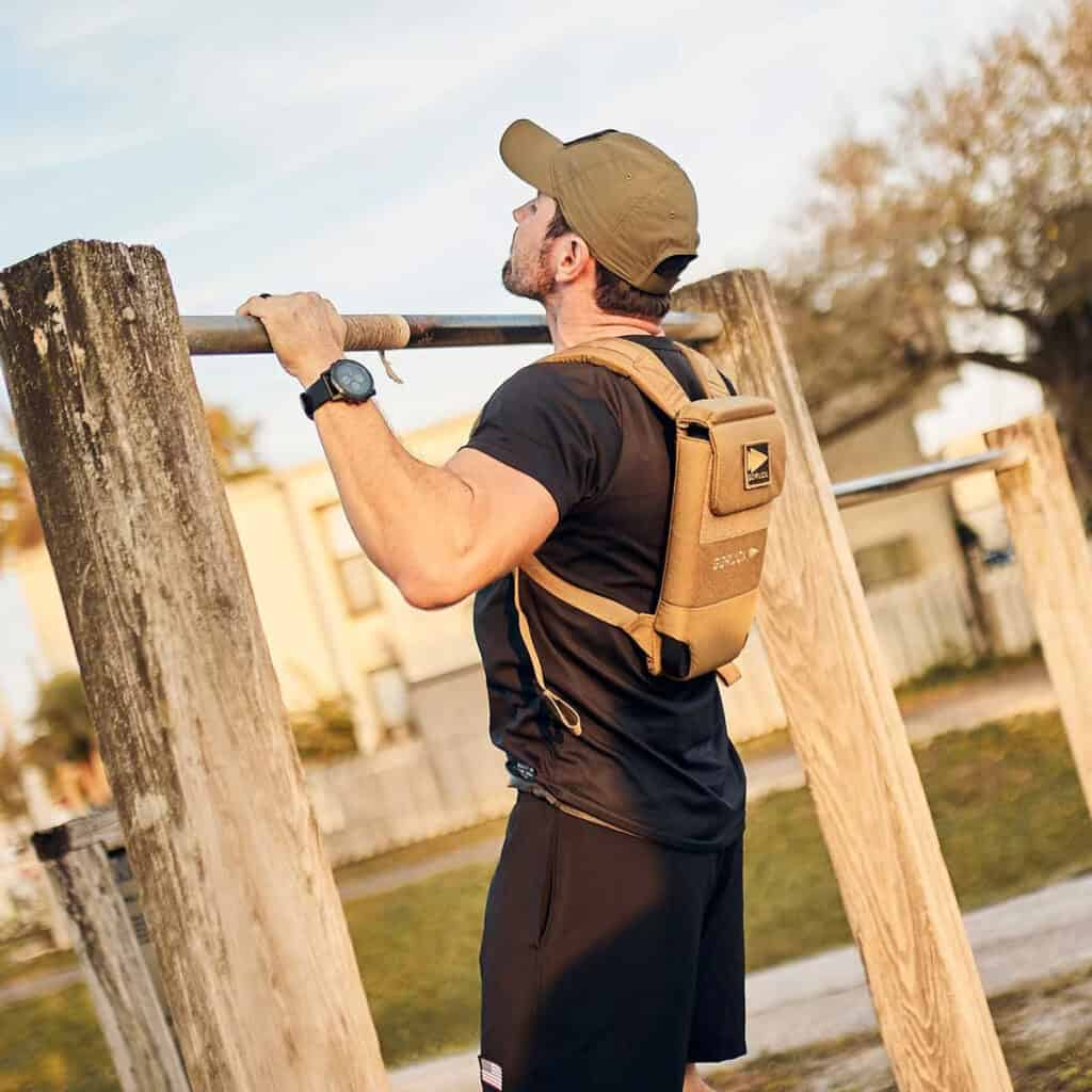 GORUCK Ruck Plate Carrier 2.0 coyote brown pull up