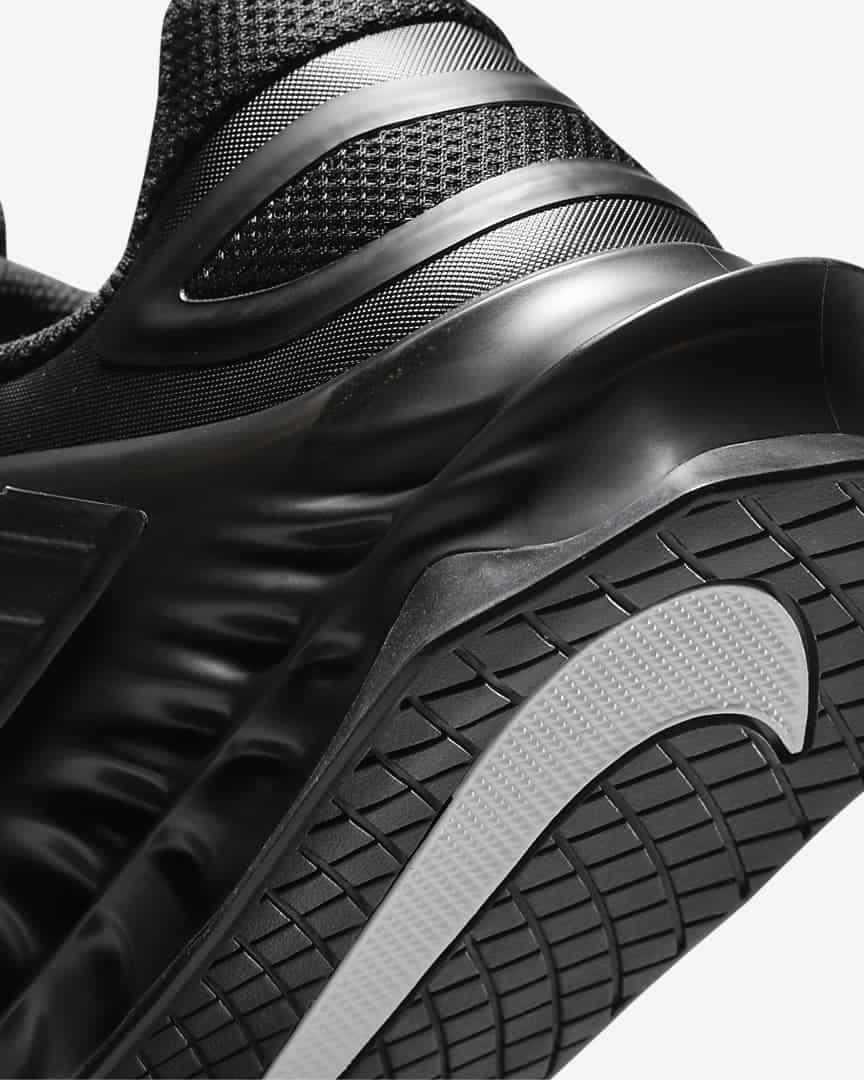 Nike Savaleos black heel