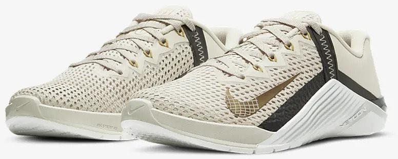 Nike Metcon 6 Light Orewood Brown Dark Smoke Grey Metallic Gold quarter view pair