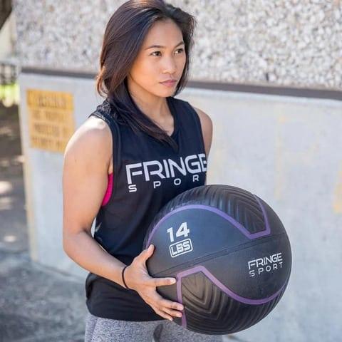 Fringe Sport Immortal Wall Ball waal standing
