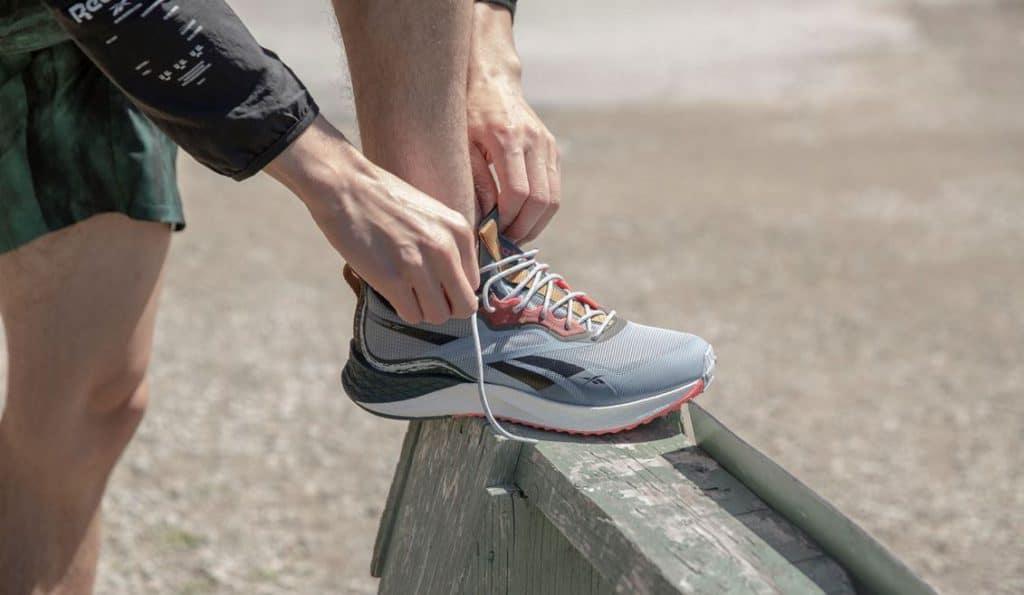 Reebok Floatride Enery 3 Adventure Mens Running Shoes tying up